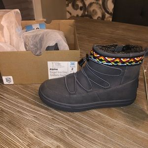 TOMS Alpine Boots NWT Youth size 2